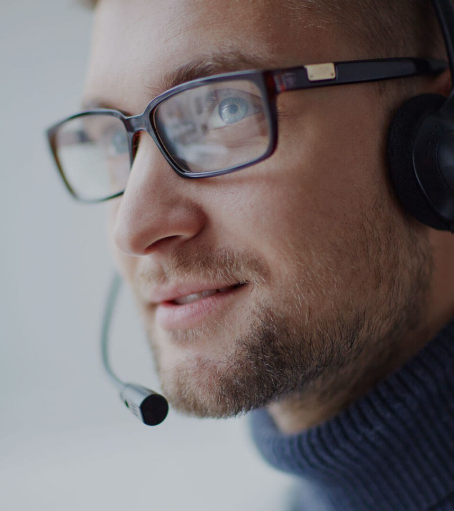 Call centre employee offering support